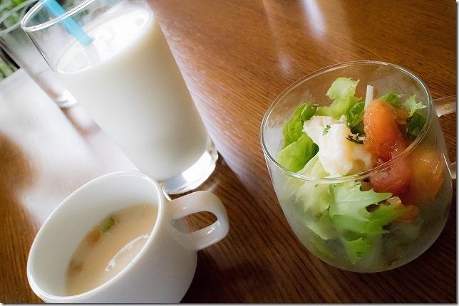 ランチセットのサラダ・スープ・ドリンク