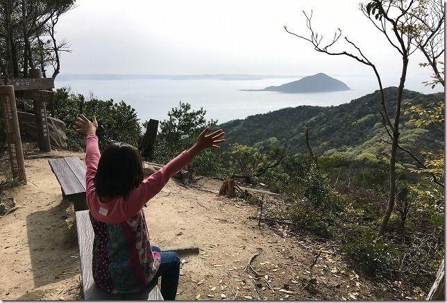 糸島 立石山頂上と子供