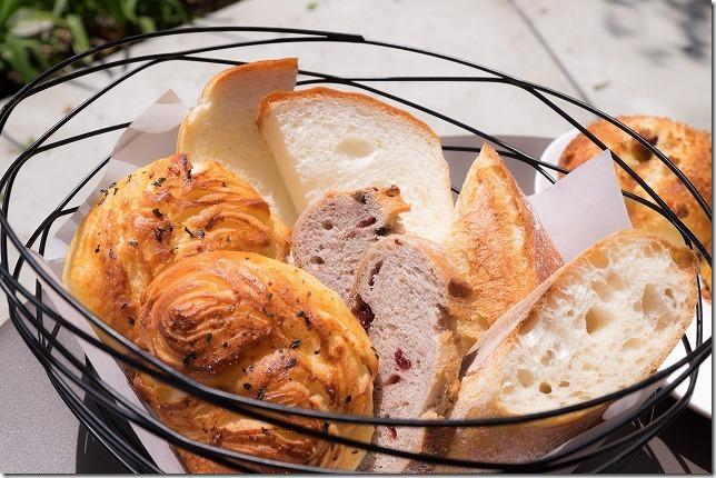 室見川沿いのパン屋さんのランチのパン盛り合わせ