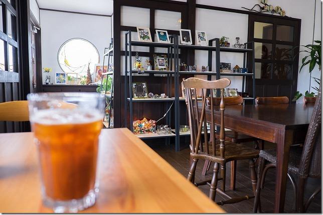 糸島、カフェカクテルの店内
