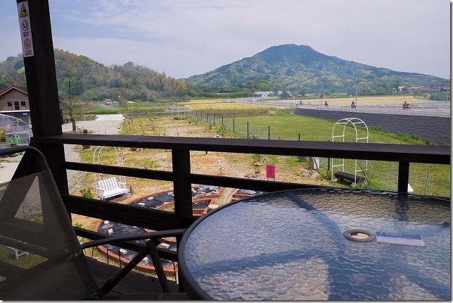 糸島、カフェカクテルのテラス席から糸島富士
