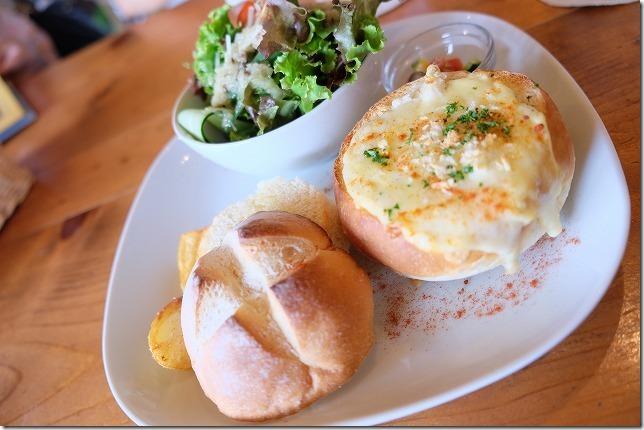 Cafe食堂 Nord(ノール)のパン詰めグラタン