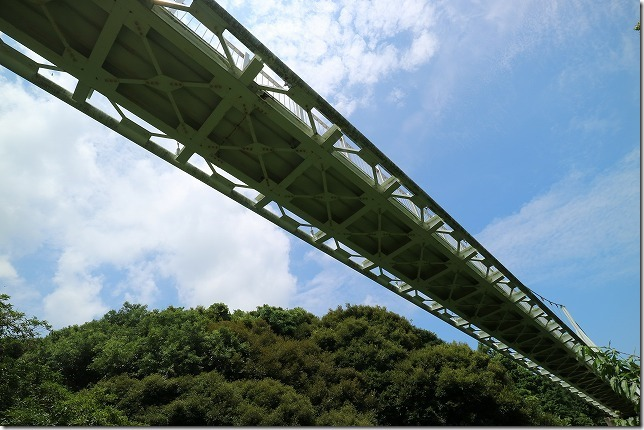 糸島、ゆらりんこ橋を下から