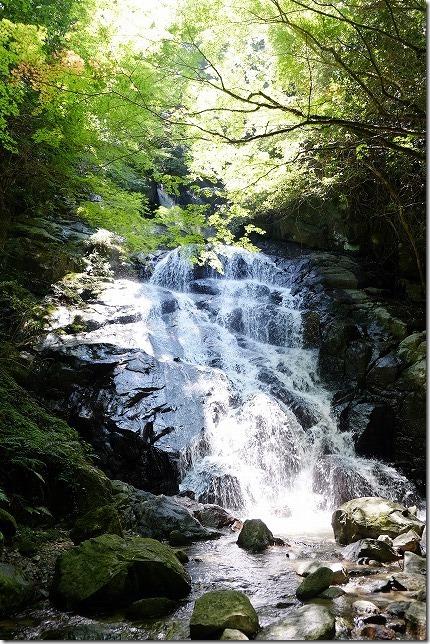 糸島の千寿院の滝で水遊び(糸島市二丈)