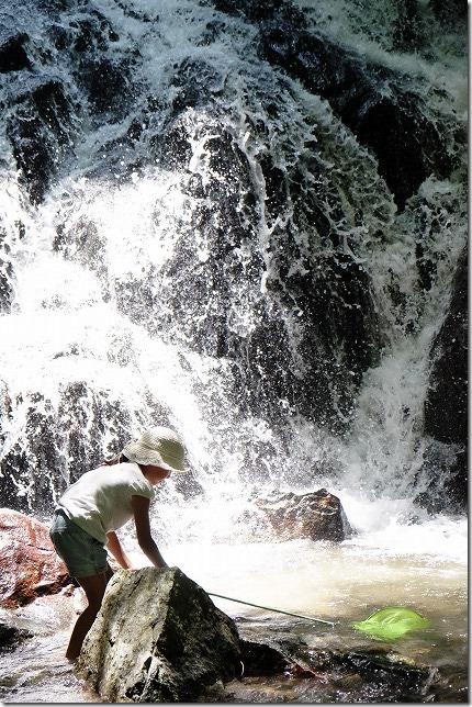 糸島、千寿院の滝で水遊び