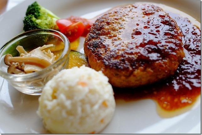 糸島カフェレストラン「でん」のオニオンハンバーグ