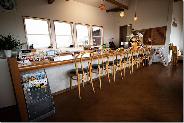 糸島カフェレストラン「でん」の店内