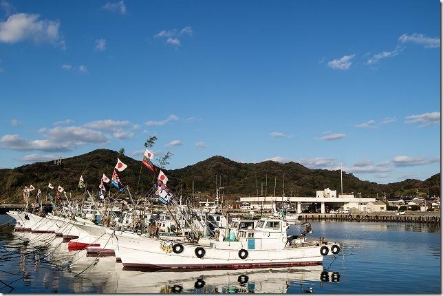 西浦漁港の大漁旗と綺麗な夕日で正月を迎え