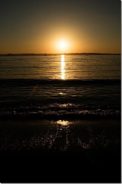 福の浦近くの海岸で夕日