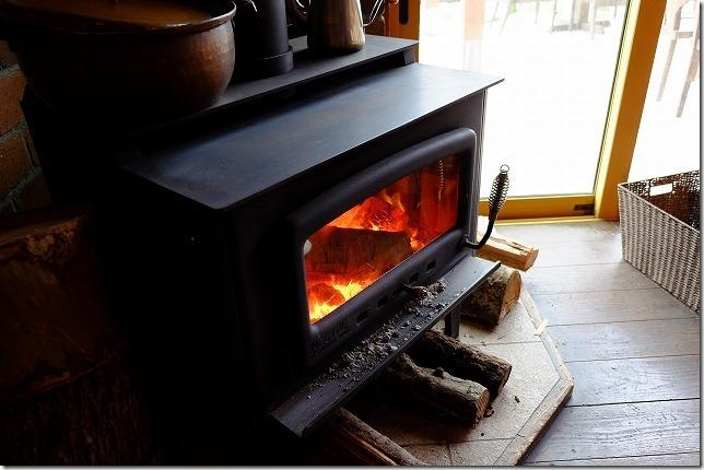 糸島カレントの冬の暖炉