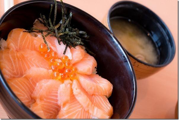 糸島ざうお本店の鮭いくら丼