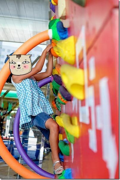 TNC夏祭り2017、子供がボルダリング