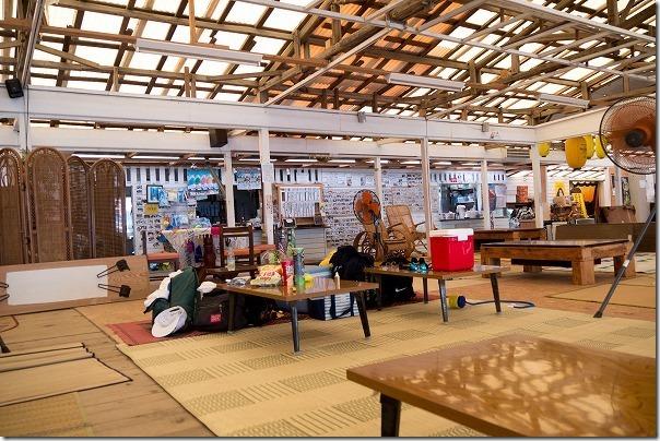 糸島、深江海水浴場、海の家SAIKAIの店内