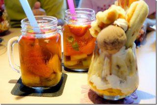 IROHA'sカフェでたくさん果物を使ったパフェと飲み物(福岡市西区周船寺)