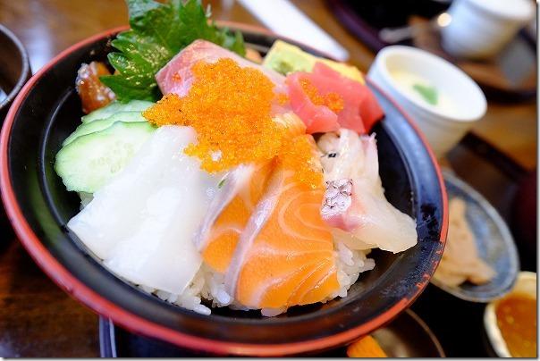糸島、塚本鮮魚店の特選海鮮丼