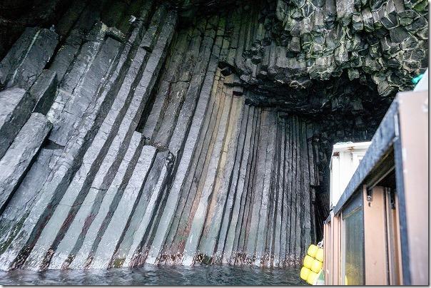糸島、船で芥屋大門の洞窟へ