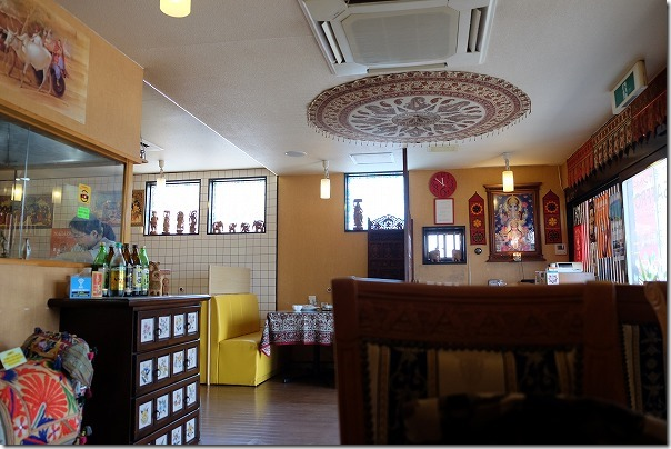 加布里でカレー、インド料理サフランの店内