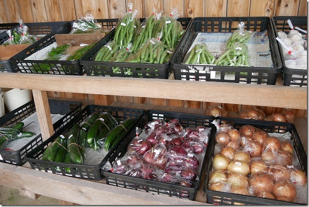 ロイターマーケット敷地内の野菜直売所