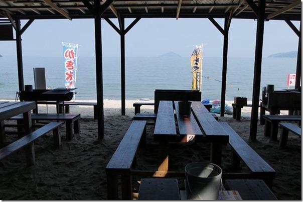 深江海水浴場、海の家、波のテーブル席