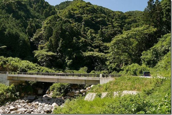 坊主ヶ滝への道、林道