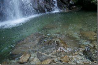 坊主ヶ滝で水遊び(福岡市早良区)