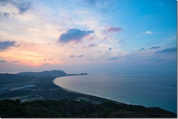 糸島にある火山からの夕日