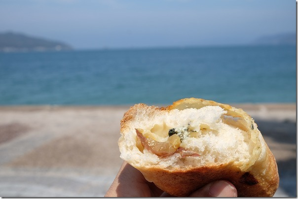 ヒッポー製パン所のブルーチーズと栗のパン