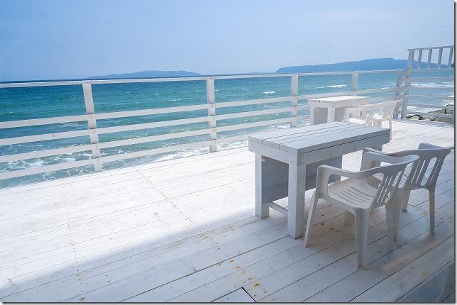 糸島食堂の海が見えるテラス席