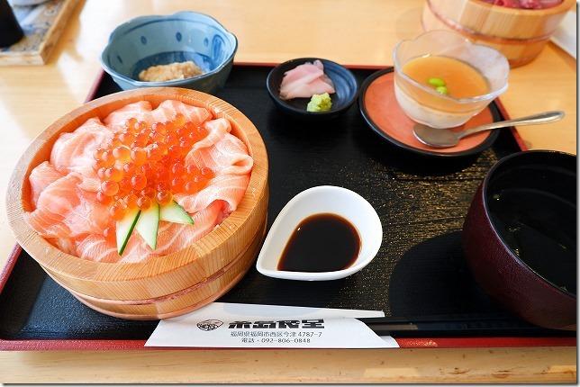 糸島食堂の期間限定、サーモン&いくら丼