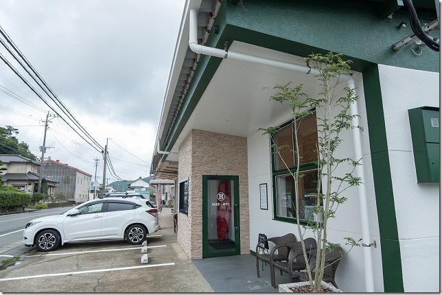 糸島食堂ほもりの外観、駐車場