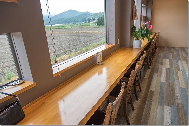 糸島食堂ほもりの、おしゃれな店内
