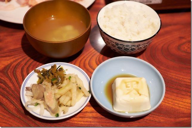 「えきにくヤンボー」の食べ放題(親鳥・若鶏)のランチセット