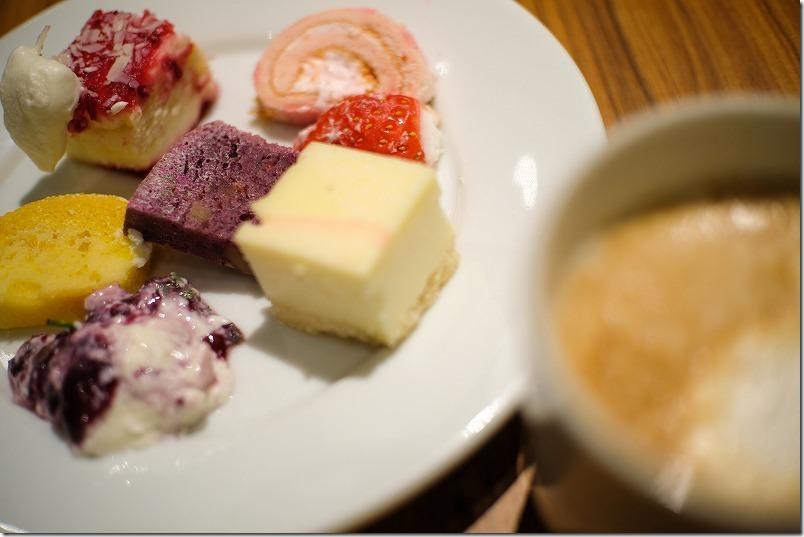 「ヒナタの杜 小戸の湯どころ」のビュッフェの料理。デザート