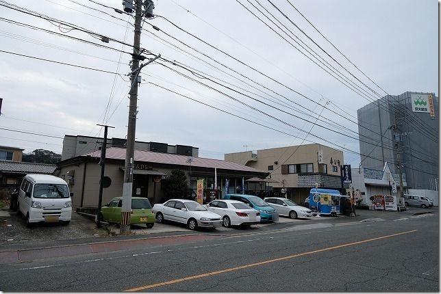 前原、二三家食道・糸島屋の店舗、駐車場