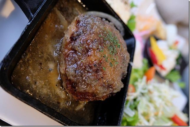二三家食道・糸島屋の手ごねのハンバーグ