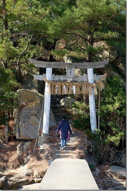 箱島・箱島神社への鳥居