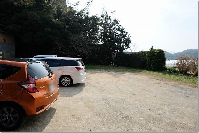 糸島・桜井にあるパン屋「のたり」の駐車場