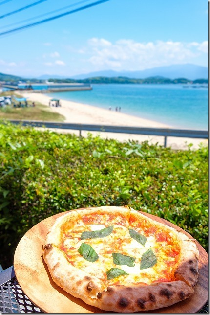 タイム伊都ハイランド店のピザと糸島の海、マルゲリータ