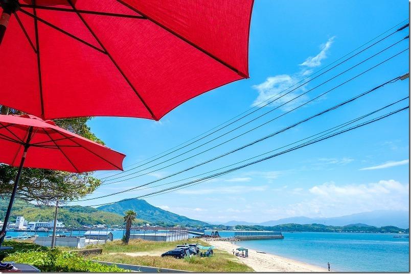 タイム伊都ハイランド店のテラス席と糸島の海