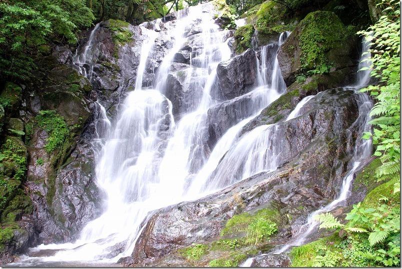 7月の白糸の滝、水量