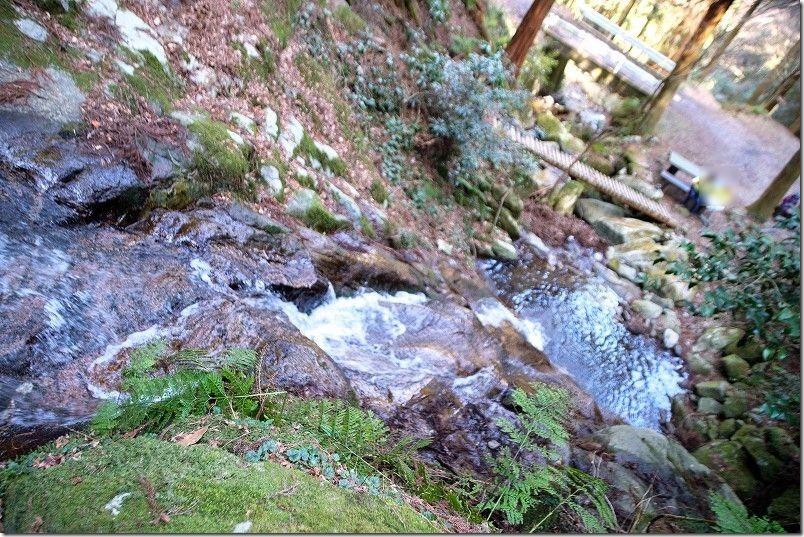 雷山・清賀の滝、ベンチ、テーブルあり