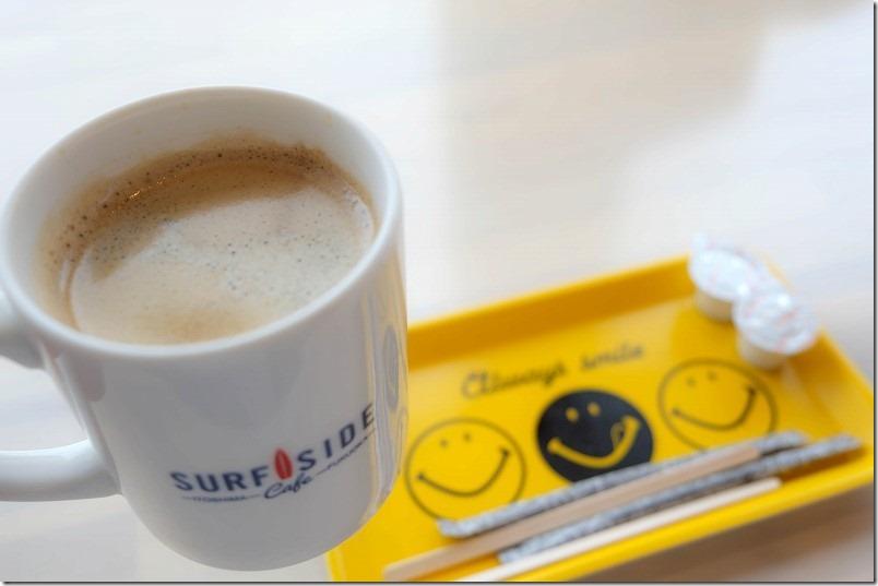 糸島二見浦サーフサイドカフェでコーヒータイム
