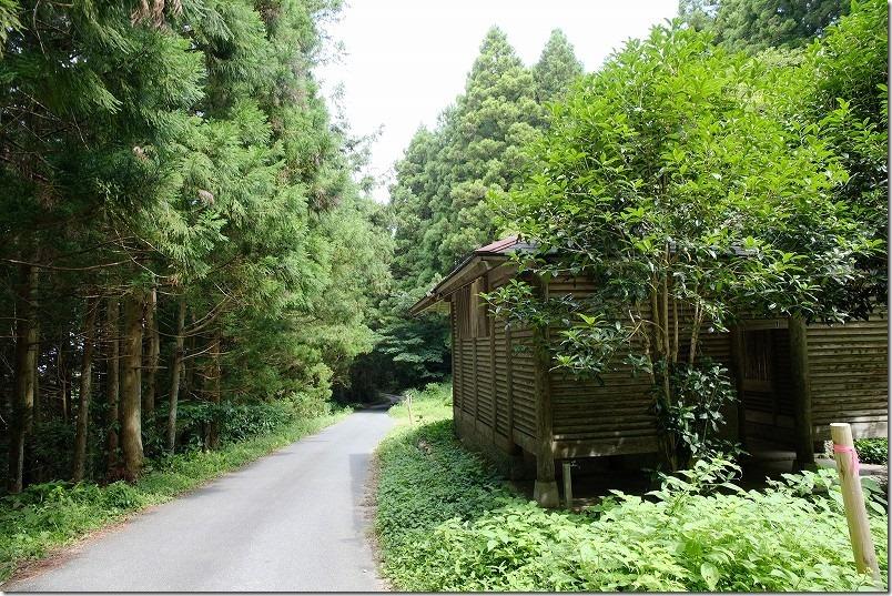 糸島・千寿院の滝の駐車場入り口