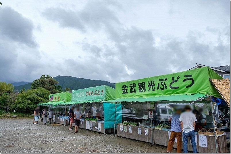 金武「ぶどう園」の直売所